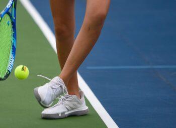 vach-ke-san-tennis